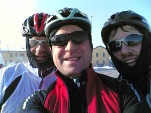 Crudeli Ciclisti, incuranti di chi è costretto a lavorare la domenica.